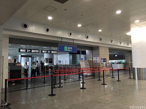 地下鉄2号線の浦東机場駅。