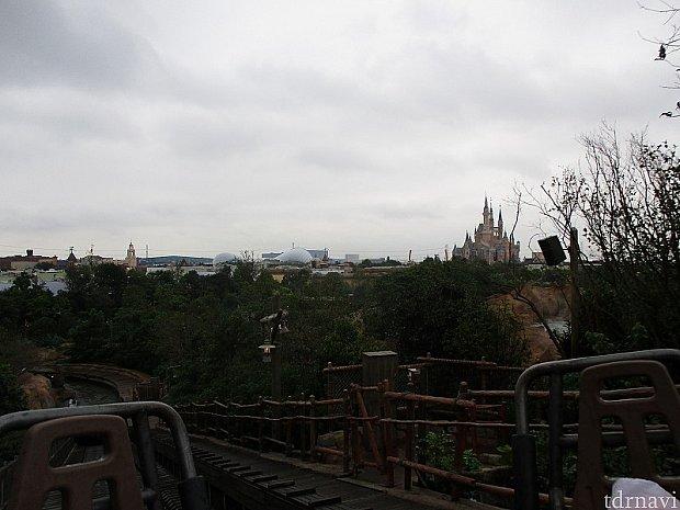 頂上付近は景色が良いです。
