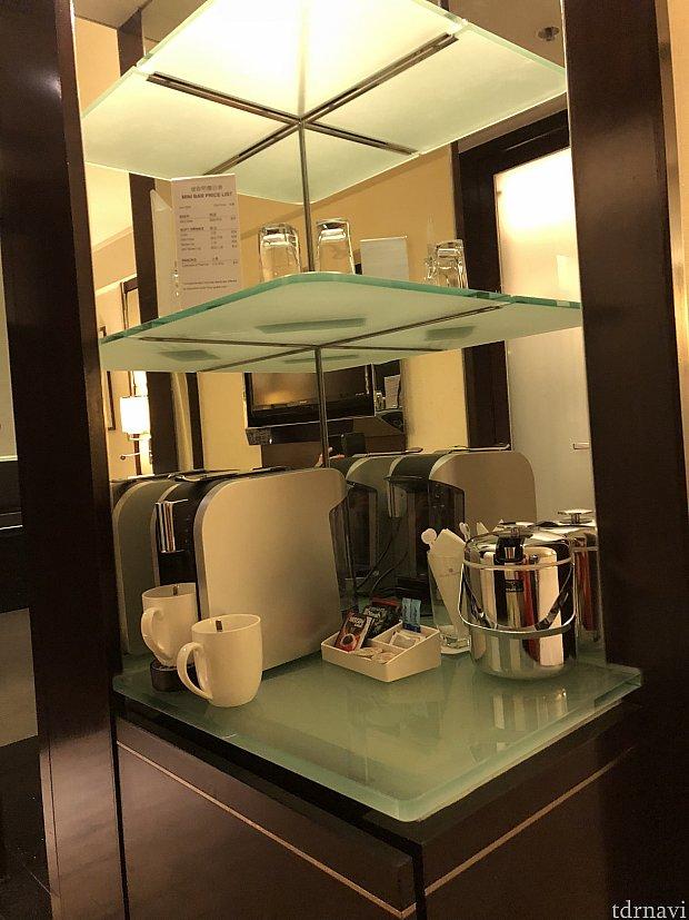 コーヒー類は無料です。 冷蔵庫のものは有料ですのでご注意を!