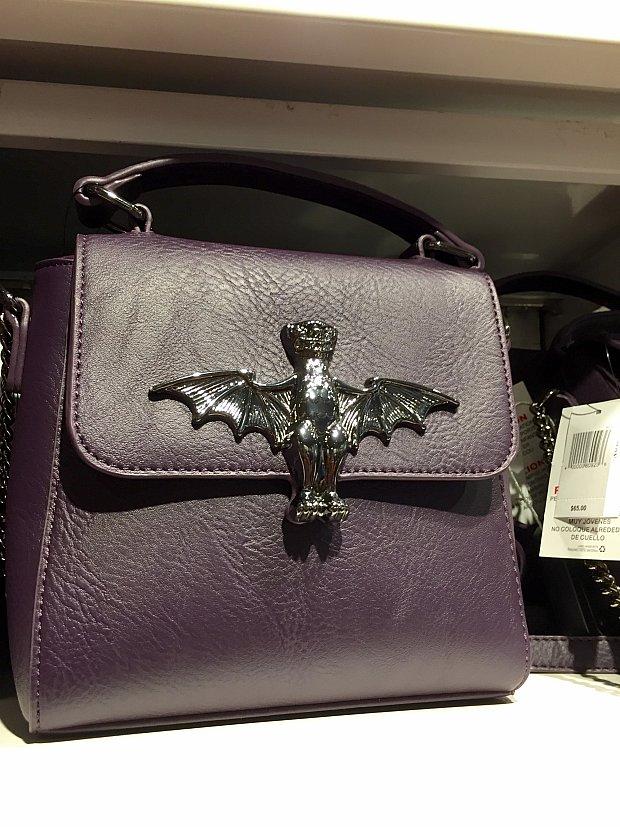 こんなハンドバッグもあります。