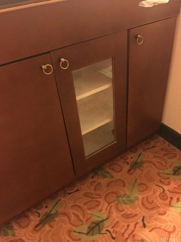 冷蔵庫やポットはありません棚のみです。