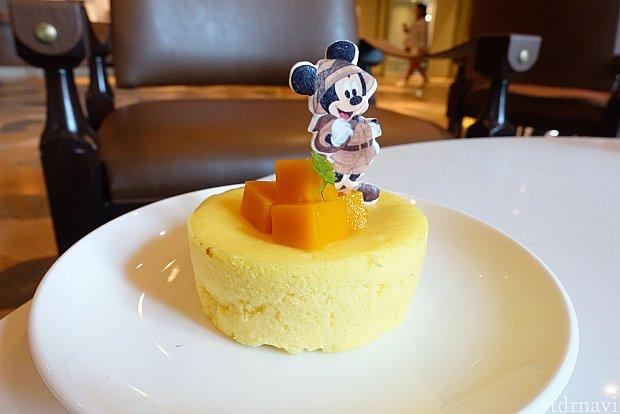 ランチで食べたマンゴーチーズケーキ。美味しくてバクバク食べられました。中にもマンゴーソースが入ってます。