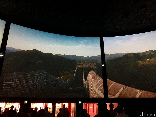 映画では、中国の歴史的な建造物はもちろん、現在の中国の様子も上手く見せてくれて、とっても中国に興味が湧いて来ました。昔の映画に比べて遥かにいい映画になっていました。