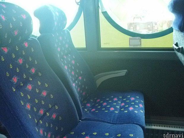 座席はこんな感じです!クルーズのマークが入っていて可愛いです☆