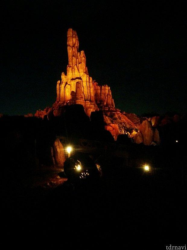 夜の綺麗なビックサンダーマウンテン