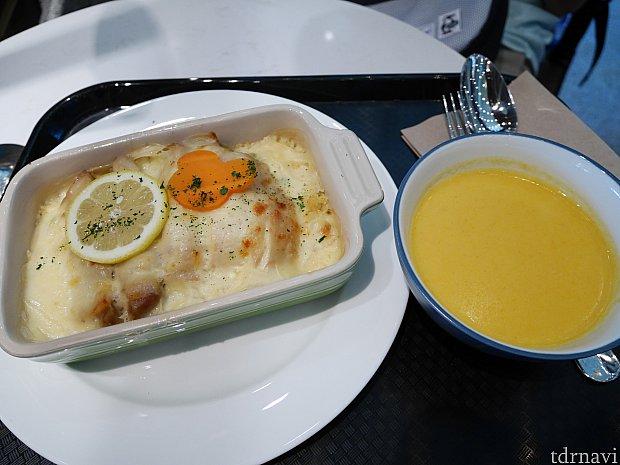 右の日替わりスープはパンプキンかと思いきや、別の日に飲んだパンプキンと違って何故か辛かった😅日替わりスープは博打なので期待しないで臨んでください!