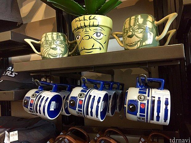 ヨーダのマグカップと植木鉢。ヨーダのグッズは微妙なものが多い気がします…R2-D2のマグカップは可愛らしい。$19.99