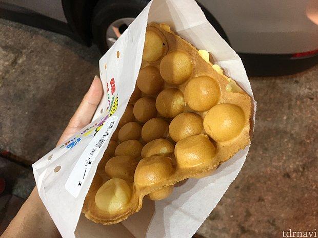 こちらはプレーン味ですが、チーズ味がおススメ。街中に出ると、香港の生活も垣間見えて面白いですよ。ドミトリーのようなところが大丈夫な方はぜひ挑戦してみましょう