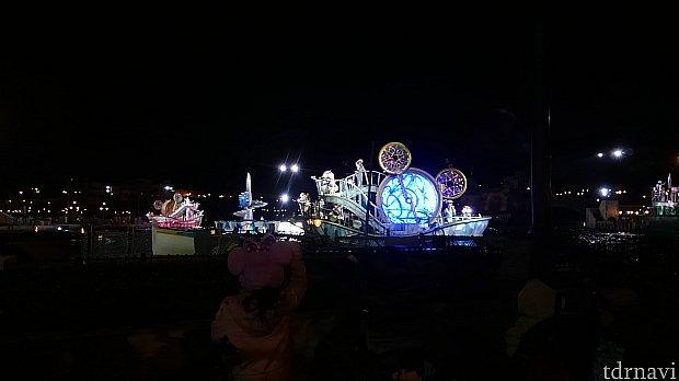 ブルーの船(夜)※広角レンズ使用