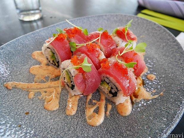 クラブ&ツナロール!19ドル+tax 明太子(唐辛子?)マヨネーズみたいなのがかなり辛かったです!辛いのが大丈夫であれば、日本人は食べやすい味だと思います😁 また食べたいです!