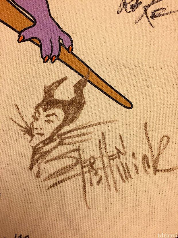 別のアニメーターの方にはマレフィセントを描いていただきました。