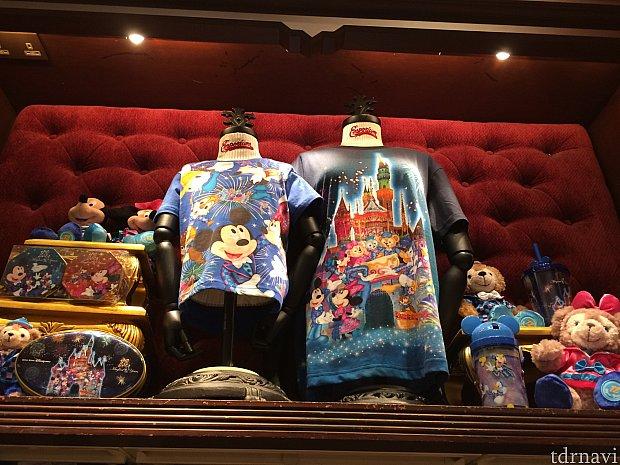 Tシャツは2種類。右198香港ドル。左218香港ドル。いずれも子どもサイズは20ドルくらいずつ安くなります。