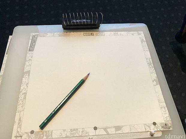 机はないので、この板の上で描きます