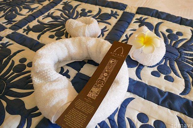 ベッドにはミッキーシェイプのタオルがありました♪