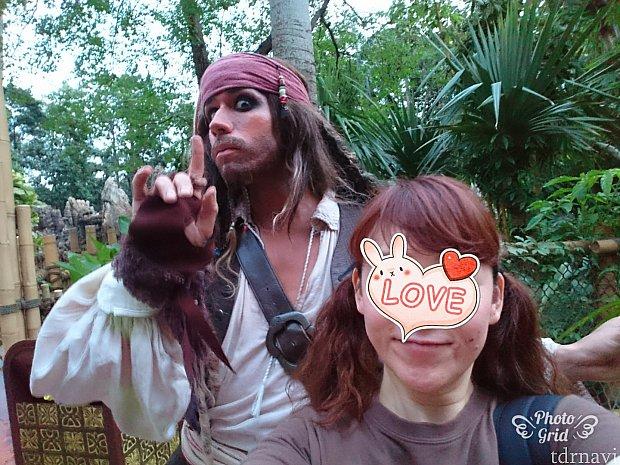 ジャック船長と一緒に写真とるのは一苦労💦