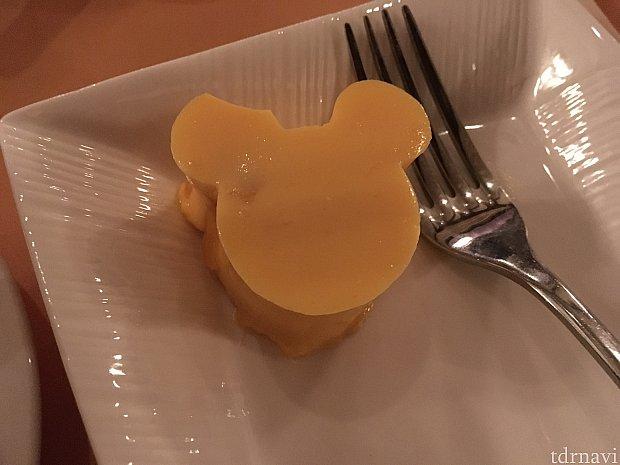 Mickey mango pudding。小さくて良かったですが、美味しかったのでお腹が空いていたらもう一ついただきたいぐらいでした