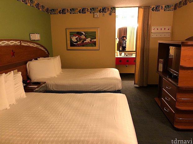 スタンダードルームはこんな感じです。 寝泊まりするだけなら十分な広さですね。