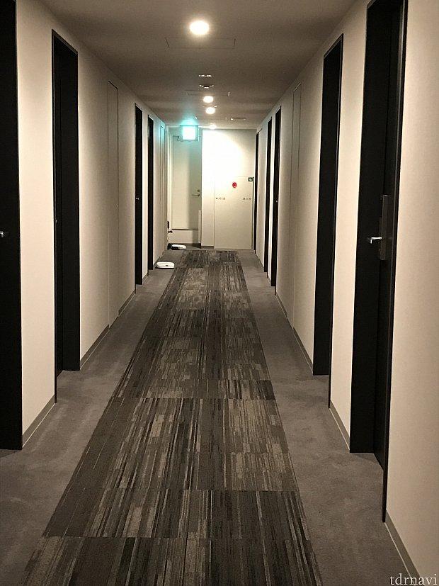 客室のフロア。床はルンバが掃除してくれています。