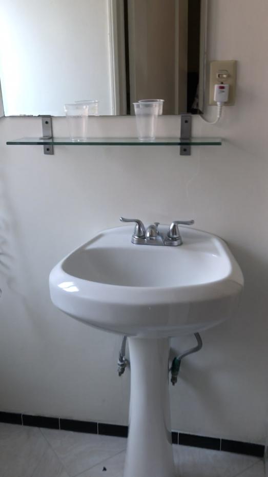 洗面台。ここの左がトイレ、右はバスルームになります。