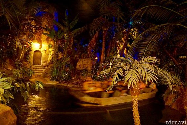 カリブの海賊のボートも良く見えました。雰囲気最高。また来てみたいおススメのレストランです!