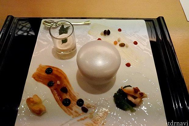 前菜盛り合わせ(カリフラワームース、牛タンシチュー、つぶ貝のソテー)ソースは味噌マヨネーズ。チデを意識した色合いだそうです!