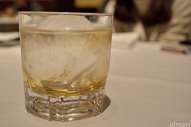金木犀の香り付けしたシロップと紹興酒のカクテル