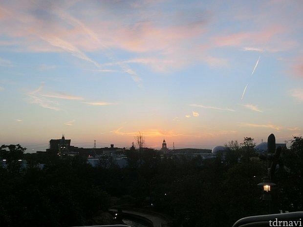 最上部からの夕暮れの風景