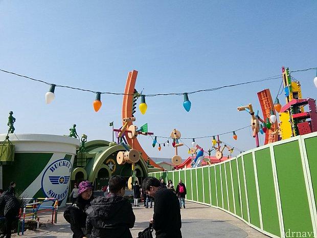 RCが上にあがっているの、わかりますか? 装飾のランプは香港に似ています