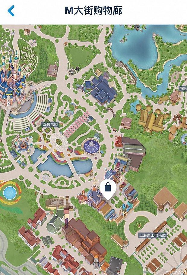 場所はミッキーアベニューの左側にある大きなショップです。