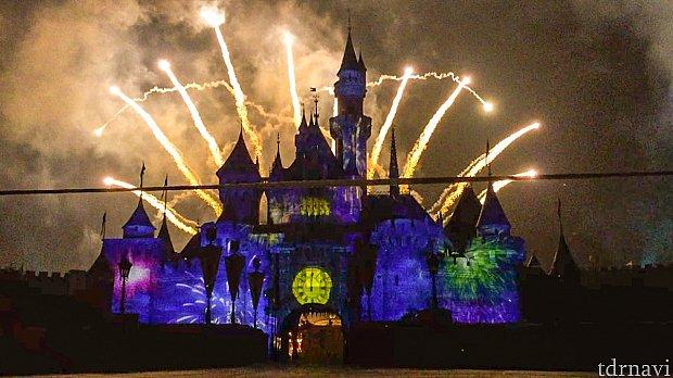 お城が小さいこともあってか東京よりショーの距離感が近い気がします!