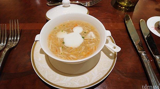 前菜の蟹肉粟米羹(Crab Meat and Sweet Corn Soup)です。