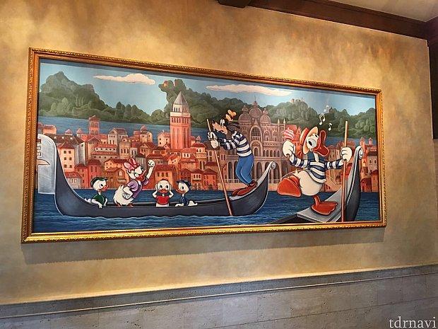 店内壁にはドナルドの壁画が飾ってあります。