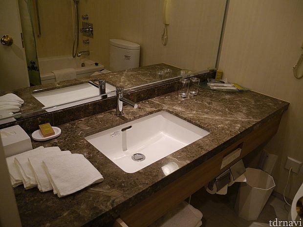 6人まで泊まれますが洗面はこの1つだけです。