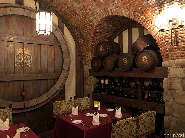 噂のワインセラールーム! 200席中7テーブルしかない幻の部屋です!