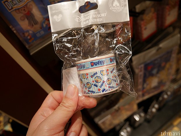 マスキングテープ。値下げされており19元、300円くらい。かわいくて安いけど、ちぎれやすいかった。