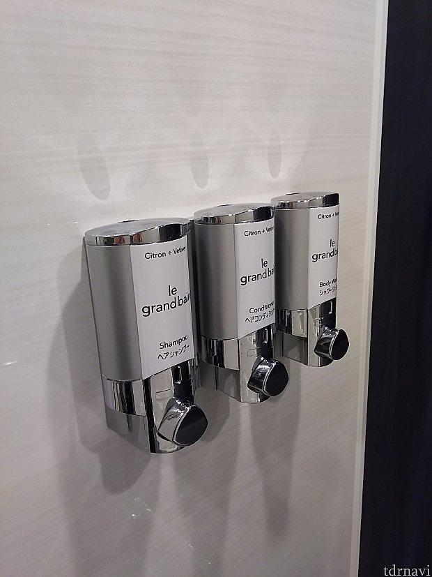 壁設置型のソープ類。ゲストサービスに頼めば、ボトルタイプを用意してくれるらしい。