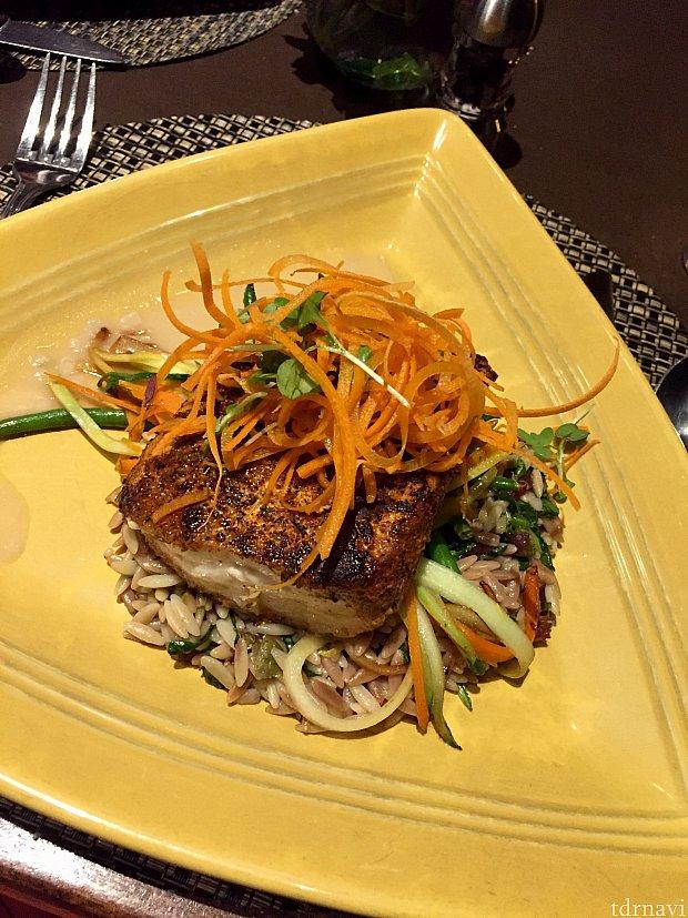 僕の注文したのはMahi Mahiという、フロリダでの登場回数の多い白身魚の料理。味もしっかり付いていて魚自体も美味しいんですが、添えてあるライス系の添え物がかなり気にいりまして、魚と一緒に食べると最高でした。