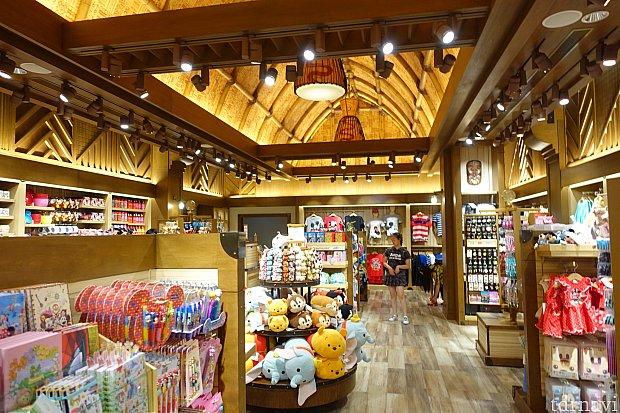 店内はそこそこの広さです。