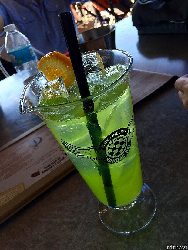 こちらが僕のお気に入りのREGGIE'S REVENGEというカクテル。さっぱりしたほんのりの甘さが最高。ウォッカが得意ではない僕でも全然飲めます。お酒を感じないのにしばらくすると酔いが回ってくる危険なカクテル。