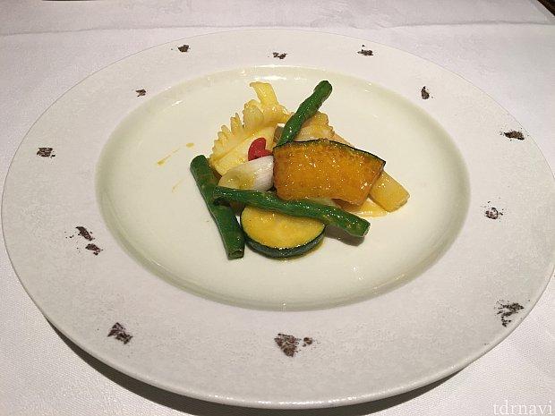 海老とアオリイカと季節の野菜はかぼちゃとインゲンの炒めサフラン風味