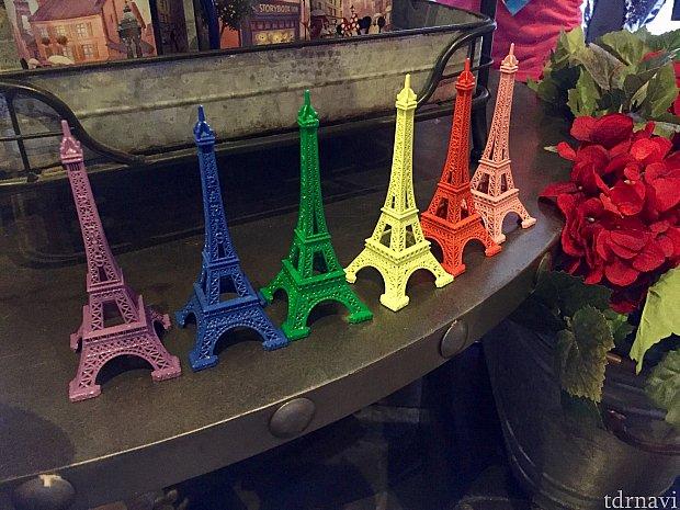 エプコットのフランス館のエッフェル塔もレインボーカラー。