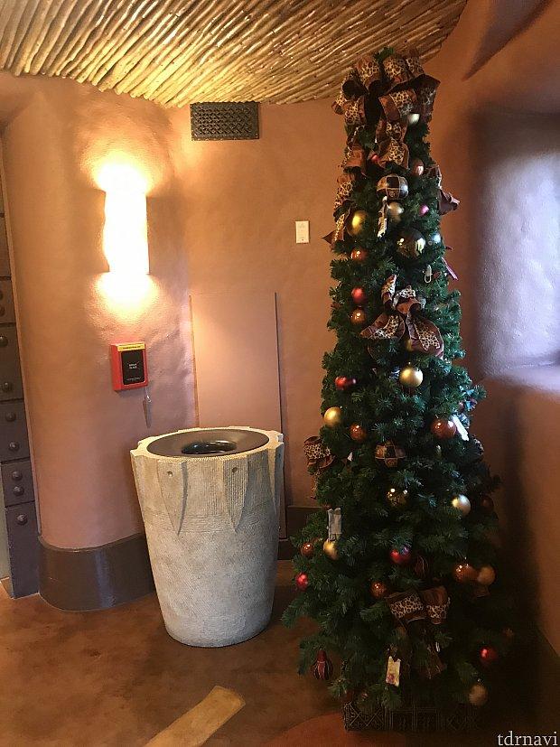 エレベーターホールにもクリスマスツリーがありました♪