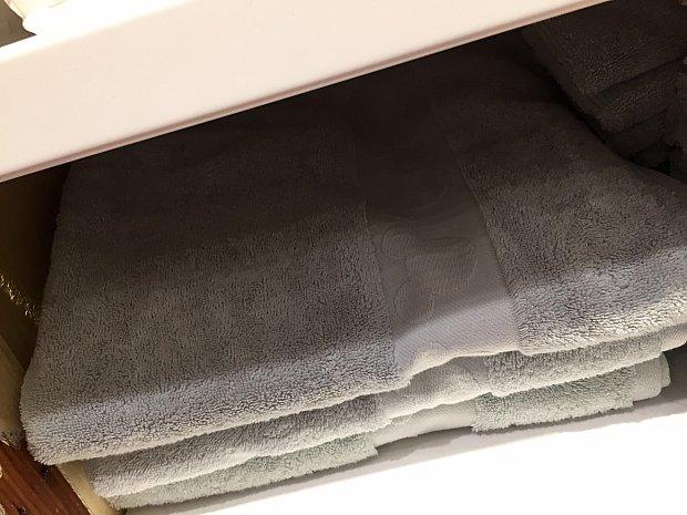 ミッキー型の刺繍が入ったタオルは$24.95。