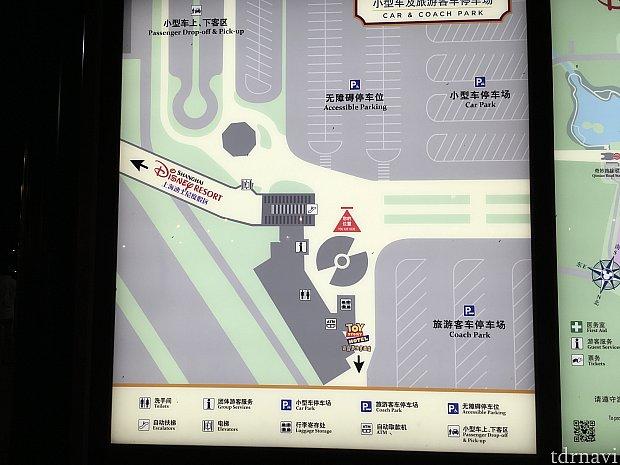 右下の「Coach Park」にバスは停車します。左から100番台、200番台と並んでおり、900番台はかなり奥…!!