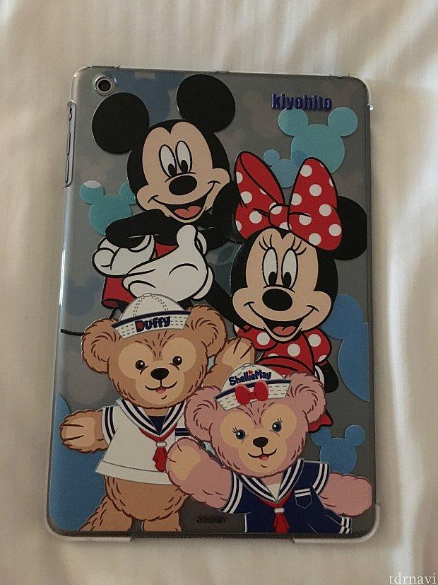 こちらはiPad miniのケース。ミッキーミニー、ダッフィ、シェリーメイが書かれてます。かわいい!!こちらもさわるとでこぼこ。