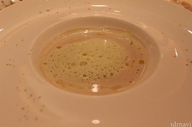 (スープ)新じゃがいもとゴボウのクリームスープ、ピスタチオの香り