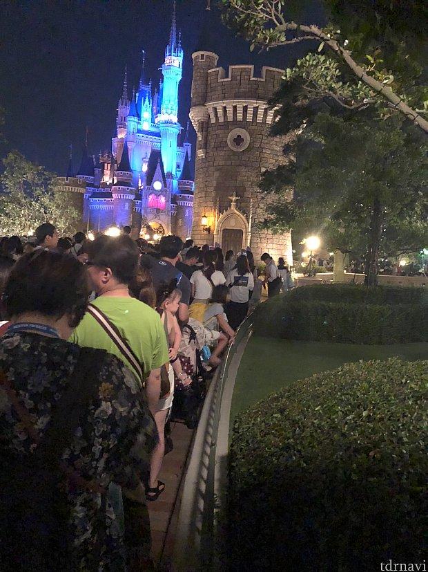 入場の列です!もっと長蛇の列になってました!