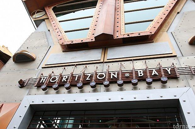 場所はポート・ディスカバリー、アクアトピアの正面にある大きな建物がこのホライズンベイ・レストランです♪