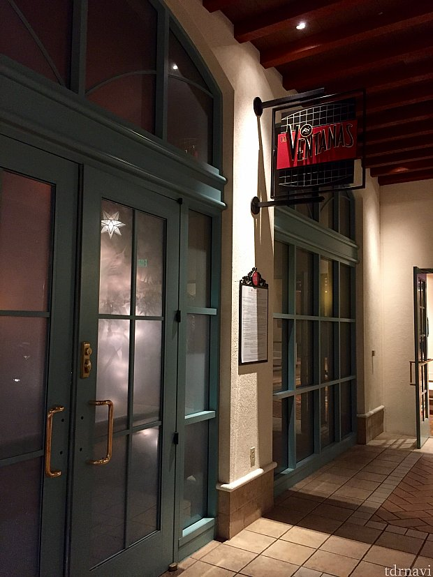 クローズした後のレストラン入口。何度か目の前を通った事があるんですが、レストランの存在に気がつきませんでした。これは知る人ぞ知るレストランです。