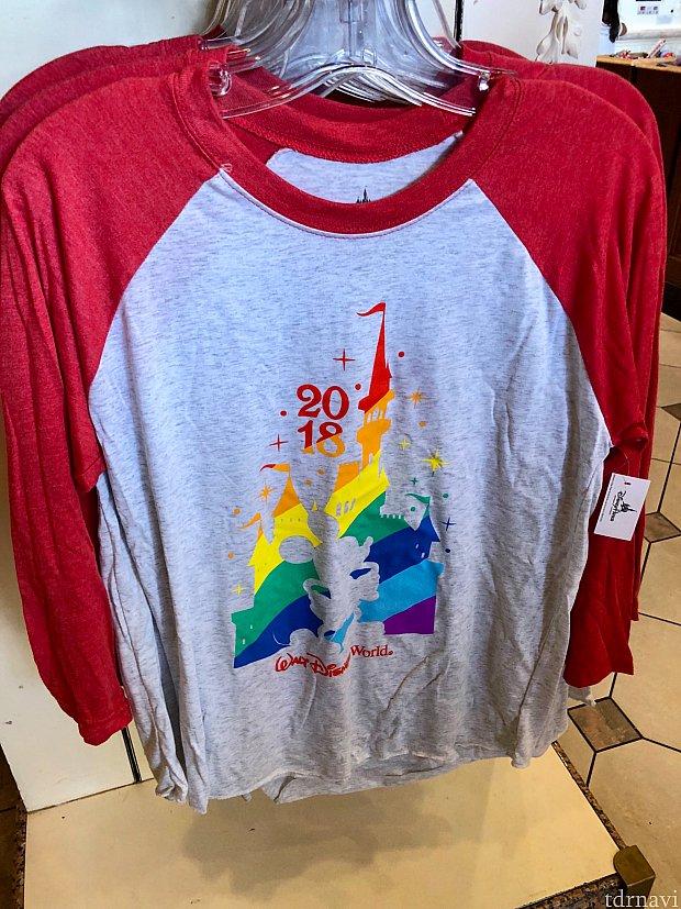 このTシャツもマジックキングダム内で沢山見かけました。$34.99